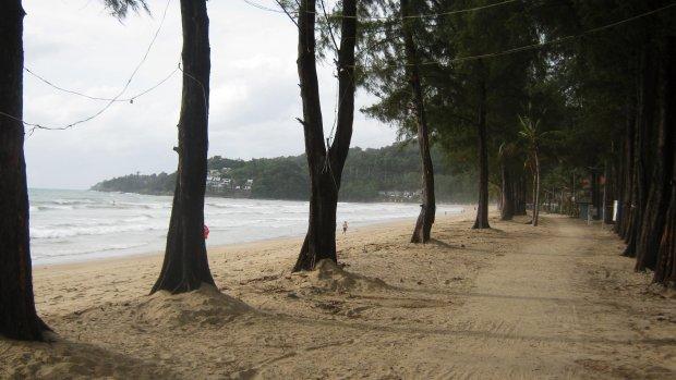 Sådan ser der ud på Kamela Beach på Phuket i dag. Væk er alle ulovlige solstole og strandbarer.