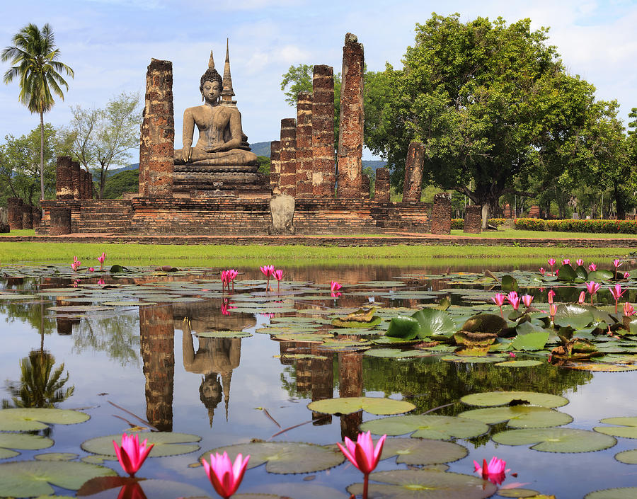 www.thai-dk.dk/uploads/3-main-buddha-statue-in-sukhothai-historical-park-anek-suwannaphoom.jpg