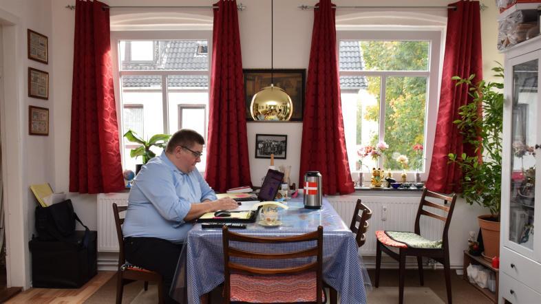 www.thai-dk.dk/uploads/larsen121212.jpg