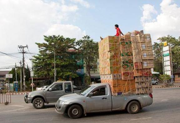www.thai-dk.dk/uploads/overloaded-pickups-1.jpg