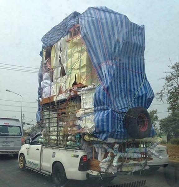 www.thai-dk.dk/uploads/overloaded-pickups-21.jpg